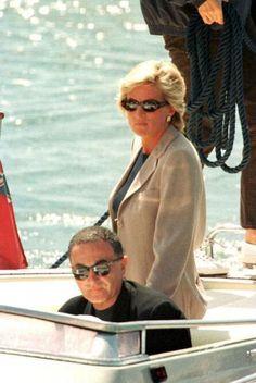 La princesa Diana y Dodi al Fayed, en verano de en Saint Tropez . Princess Diana Lovers, Princess Diana And Dodi, Diana Dodi, Princess Diana Memorial, Princess Diana Death, Princess Of Wales, Lady Diana Spencer, Grace Kelly, Princesa Diana Y Dodi