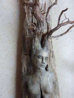Geist-Baum-Frau mit Steinen von ShapingSpirit auf Etsy