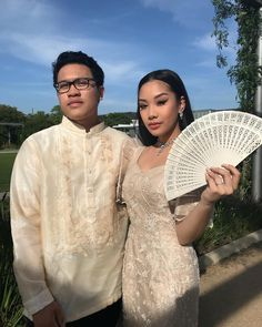para sa kultura #prom2018 (@tricxajane) Modern Filipiniana Gown, Filipiniana Wedding Theme, Filipino Debut, Filipino Wedding, Philippines Culture, Filipino Culture, Pride Outfit, Family Picture Outfits, Grad Dresses