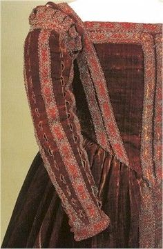 Petticoat from the Italian Renaissance with sleeves wider above the elbow and fitted below.