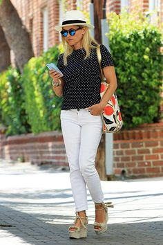 Make your white jeans outfits look wilder and trashy this summer season by wearing them animal print tops. It's true that white jeans make the perfect base Outfit Jeans, Shirt Outfit, Spring Summer Fashion, Spring Outfits, Jean Outfits, Casual Outfits, Reese Witherspoon Style, Reese Witherspoon Daughter, Moda Fashion