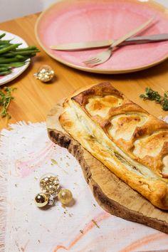 Vegane Weihnachten – gar nicht so schwer! Mit diesem leckeren Gericht könnt ihr auch Fleischesser glücklich machen. Inspiriert von der britischen Küche präsentiere ich euch heute eine super Alternative für den weihnachtlichen Sonntagsbraten: das Pilz Wellington. Ihr kommt mit wenigen Zutaten aus und braucht neben der Backzeit nur knappe 15 Minuten – und das Beste: Viel Geschirr macht ihr auch nicht dreckig. Klingt zu gut, um wahr zu sein? Stimmt eigentlich, aber überzeugt euch selbst. Alle…