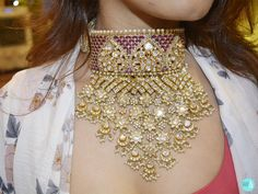 Gold Wedding Jewelry, Bridal Jewelry Sets, Bridal Jewellery, Rajput Jewellery, Pearl Necklace Designs, Gold Jewellery Design, Jewelries, Chokers, Marriage