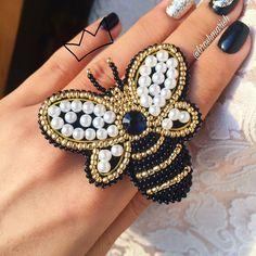 @Regranned from @broshmarish - Пчелка сделана на заказ Материал: бусинки, чешский и китайский бисер, страза, канитель и эко-кожа ❣️ Размер: 6,5х6см Стоимость : 800₽ #брошьпчела #пчелка #пчела #шмель #брошьпчелка #брошизбисера #брошьсвоимируками #брошь #брошьякутск #якутск #якутия #подаркиякутск #новыйгодякутск #одеждаякутск #хендмейд #ручнаяработа #бисерякутск #бисер #новыйгод #подаркикновомугоду - #regrann