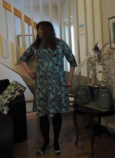 Vaateviidakko: Neuletakki ja naisellinen trikoomekko Handmade Dresses, Diy Dress, Diy Clothes, High Neck Dress, Fashion, Diy Clothing, Turtleneck Dress, Moda, Fashion Styles