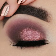 wedding makeup lipstick 40 Trendy Ideas for wedding nails burgundy makeup looks Make Up Palette, Diy Makeup Palette, Lipstick Palette, Makeup Lipstick, Burgundy Makeup Look, Burgundy Eyeshadow, Burgundy Nails, Party Makeup, Bridal Makeup