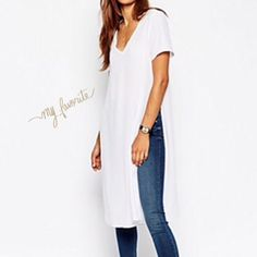 5 star side slit long t shirt💕price firm💕H pick V neck long summer t shirt!!! Perfect in white. Create your casual chic or boho look in this fabulous piece!!!! This top is a top rated 5 star customer favorite!!! Only a few left. 💕 Boutique Tops