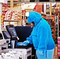 Cookie Monster in Action #cosplay cosplay cosplay