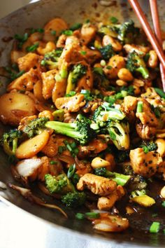 Cashew chicken…one of MA FAVES when it comes to Chinese take-out. I love the different textures from the chicken, veggies, water chestnuts, and cashews. But the BEST part, in my opinion, is w…