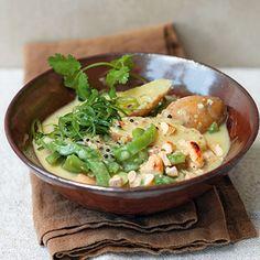 Curry mit jungen Kartoffeln, Cashewnüssen und Frühlingszwiebeln