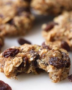 Made without any processed sugar or flour, these oatmeal raisin protein cookies are gluten-free, portable and healthy enough to eat for breakfast. The way in which really should diet checklist get? Healthy Sweets, Healthy Dessert Recipes, Healthy Baking, Vegan Desserts, Snack Recipes, Cooking Recipes, Lebanese Desserts, Protein Oatmeal, Healthy Oatmeal Cookies