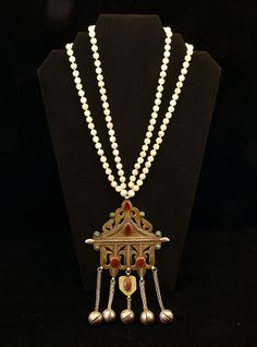 by Shelley Muzzy | A vintage turquoise, carnelian gold wash (gilt) pendant has been combined with two strands of pearls.