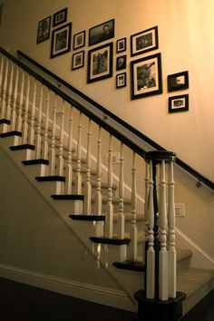 Staircase photo frame placement idea but only if we put the other rail on the wall. - Fox Home Design Stairway Pictures, Stairway Decorating, Decorating Ideas, Cuadros Diy, Frame Layout, Stair Walls, Frames On Wall, Picture Frames On The Wall Stairs, Wall Groupings