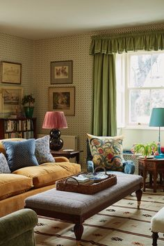 English Living Rooms, Cottage Living Rooms, Living Room Interior, Home Living Room, Living Room Decor, English Farmhouse, English Country Decor, Country Farmhouse, Farmhouse Front