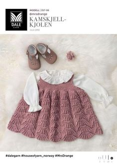 Baby Se her og udskriv din gratis opskrift! Baby Cardigan, Knit Baby Dress, Baby Pullover, Knitted Baby Clothes, Baby Vest, Baby & Toddler Clothing, Baby Baby, Baby Outfits, Kids Outfits Girls