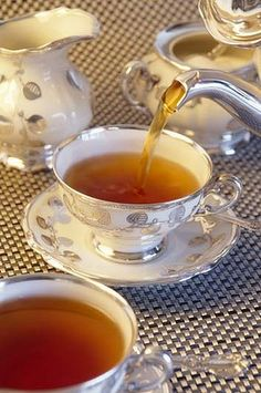 One lump or two? Taking high tea. Have afternoon Tea instead of sit down dinner wedding reception. Coffee Time, Tea Time, Café Chocolate, Pause Café, Cuppa Tea, My Cup Of Tea, Vintage Tea, High Tea, Drinking Tea