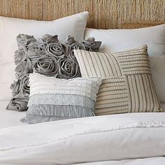 contrast of textures for bed / couch