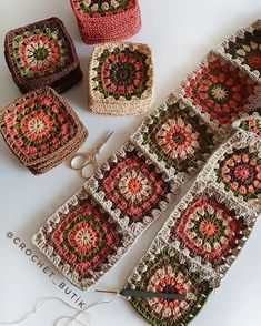 Autumn themed Granny Squares - Diy And Craft Could use some of my plum coloured yarnHow to Crochet Flower, Make a Granny Square and Join Them Crochet Blocks, Granny Square Crochet Pattern, Crochet Squares, Crochet Granny, Crochet Blanket Patterns, Crochet Motif, Crochet Designs, Crochet Flowers, Crochet Stitches