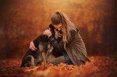 Австрийский фотограф Anne Geier вдохновилась осенними красками и самыми преданными домашними питомцами - собаками - для создания своей необычной фотосерии. Энн признается, что фотографией интересуется с самого детства. Это были наблюдения за отцом-фотографом и просто разглядывание интересных снимков. Окончательно увлечение сформировалось примерно семь лет тому назад. Удивительно, но источником вдохновения, подтолкнувшим австрийку к более глубокому исследованию техники фотографии, стала…