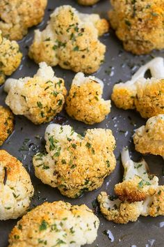Quick and easy oven roasted cauliflower recipe, made with simple ingredients in one pot / pan. A 30 minute side dish, loaded with garlic & parmesan cheese. Roasted Califlower, Pancakes Vegan, Parmesan Roasted Cauliflower, Garlic Parmesan, Oven Roasted Green Beans, Roasted Vegetable Recipes, Veggie Recipes, Keto Recipes, Coliflower Recipes