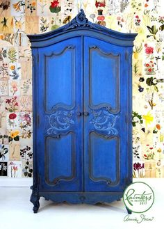 Painter in Residence Ildiko Horvath, classic French armoire. carvings and details painted in Chalk Paint® in Graphite. Then over the whole piece in Napoleonic Blue knocked back with a little French Linen. Blended the colours together while she worked, Blue Painted Furniture, Funky Furniture, Refurbished Furniture, Repurposed Furniture, Furniture Projects, Furniture Makeover, Vintage Furniture, Painted Armoire, Dresser Makeovers
