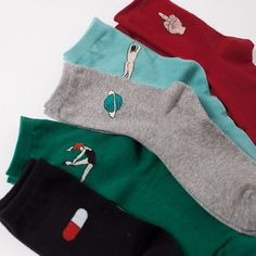 A pair of artsy crew socks is just the thing to help your feet make it throughout one rough day. So, why not wear it all week? This set comes with 5 comfy crew-length socks to serve your foot for the
