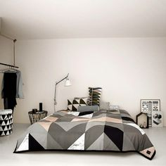 Ferm Living Bedspread 'Arrow' Bed Cover gray / pink / red aubergine / marble gray cotton / polyester filling 235x245cm - Wonen met LEF!