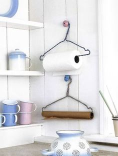 15 DIY ideas and how to use wire hangers .- Kitchenware DIY craft ideas with wire hangers - Diy Kitchen Accessories, Home Accessories, Diy Kitchen Projects, Diy Projects, Kitchen Ideas, Kitchen Designs, Recycling Projects, Kitchen Craft, Kitchen Supplies