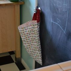 DIY Kitchen Wet Bag – For Used Dish Cloths, Unpaper Towels & Dinner Napkins