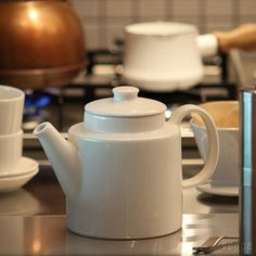 iittala Teema teapot, a classic. Miscellaneous Goods, Kitchen Goods, Tablewares, Unique Wedding Gifts, Ceramic Teapots, Fika, Kettles, Christmas Wishes, White Porcelain