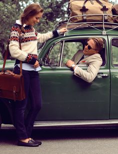 looks like Sarah Vickers sweater and KJP but all I notice is the Filson Duffle bag. Moda Preppy, Preppy Mode, New England Prep, New England Style, New England Fashion, Prep Style, Style Preppy, Preppy Fashion, 80s Fashion