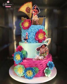 Bolo no tema: Moana Moans Birthday Party, 3 Year Old Birthday Party, 2nd Birthday Party Themes, Birthday Cake Girls, Birthday Parties, Moana Themed Party, Moana Party, Moana Birthday Decorations, Festa Moana Baby