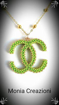 Buongiorno perline! Questa mattina vi presento una specie di esperimento, volevo ottenere il simbolo Chanel, realizzato con perline  # Pre...