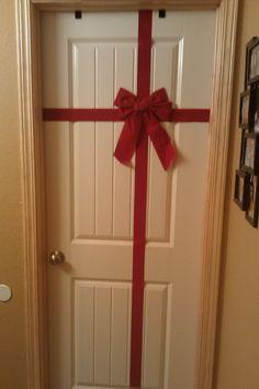 Simple Christmas door decoration