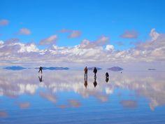 奇跡の光景! 全面鏡張りのウユニ塩湖で青春したあの日 | ALICEY