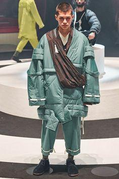 Undercover Fall 2020 Ready-to-Wear Fashion Show Collection: See the complete Undercover Fall 2020 Ready-to-Wear collection. Look 33 Japan Fashion, Mens Fashion, Paris Fashion, Fashion Trends, Jun Takahashi, Moda Paris, Biker Style, How To Slim Down, Fashion Show Collection