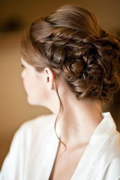 A great style for weddings or proms
