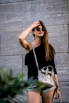One of the biggest trends this year is the one shoulder trend. On my fashionblog I am showing you today how to wear a one shoulder sweater. More here.