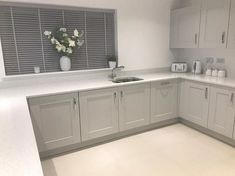 Have a peek here for Kitchen Worktop Ideas Grey Kitchen Designs, Kitchen Room Design, Diy Kitchen Decor, Kitchen Interior, Kitchen Cupboard Doors, Diy Kitchen Cabinets, Kitchen Units, Kitchen Blinds, White Kitchen Worktop