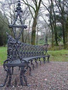 If you have a fondness to the extravagant styled furniture, do consider investing in a beautiful Victorian cast iron bench to be the centerpiece of your garden. Painting Old Furniture, Iron Furniture, Hand Painted Furniture, Antique Furniture, Furniture Redo, Repurposed Furniture, Vintage Patio, Vintage Farm, Iron Bench