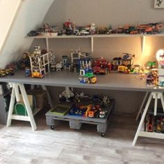 Handig grote tafel boor Lasse voor lego – Best Baby And Baby Toys Lego Storage, Kids Storage, Lego Table, Lego Room, Boys Bedroom Decor, Toy Rooms, Lego Friends, Kid Beds, Kids Decor