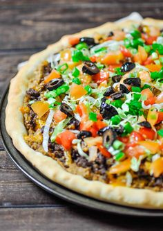 22 Amazing Ways To Combine Italian and Mexican Food Taco Pizza at home, no more take out, and it's much better. Fresh and healthy ingredients result into one amazingly delicious taco pizza. Pizza Recipes, Mexican Food Recipes, Beef Recipes, Dinner Recipes, Cooking Recipes, Healthy Recipes, Pasta Pizza, Taco Pizza, Nacho Taco