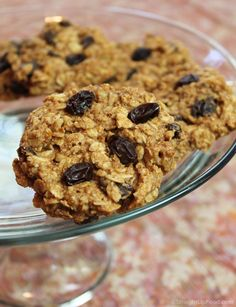 Oatmeal-Raisin Cookies: Plant-based, no refined oil, sugar or salt. Dates and almond butter stand in for the more traditional ingredients of butter, eggs, and refined sugar. Vegan Sweets, Healthy Desserts, Healthy Recipes, Whole Food Recipes, Dessert Recipes, Free Recipes, Oatmeal Raisin Cookies, Delicious Vegan Recipes, Vegetarian Recipes
