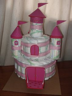 RETO TORTAS DE PAÑALES                                                                                                                                                                                 Más Baby Shower Diapers, Baby Shower Cakes, Baby Shower Gifts, Baby Gifts, Couches, Nappy Cakes, Baby Shawer, Explosion Box, Happy Kids