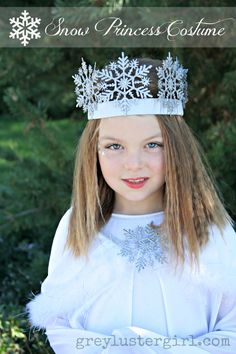 DIY snow princess costume -- love the Christmas ornament snowflake crown EVE's bday crown First Halloween Costumes, Christmas Costumes, Diy Costumes, Ice Princess Costume, Snow Queen Costume, Winter Wonderland Costume, Wonderland Costumes, Holidays Halloween, Diy For Kids