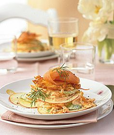 Waldorfsalat mit Lachs - Rezepte - [LIVING AT HOME] German Salads, Waldorf Salat, Starters, Spaghetti, Food And Drink, Sweets, Chicken, Ethnic Recipes, Dressing