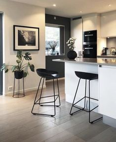 7 Auspicious Cool Tips: Ikea Kitchen Remodel Small Spaces galley kitchen remodel.U Shaped Kitchen Remodel Bar. Kitchen Interior, Kitchen Inspirations, Apartment Interior, Dining Room Design, Kitchen Remodel, Kitchen Decor, Beautiful Apartments, Home Kitchens, Master Bedrooms Decor