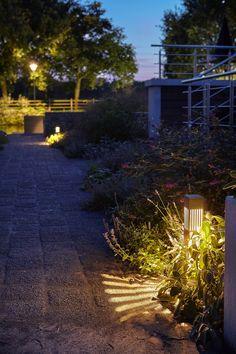 Mooie sfeer verlichting gemaakt bij Led-e-Lux. Geschikt voor het aanlichten van paden of voor als sfeer voor in de tuin. Sidewalk, Design, Lush, Side Walkway, Walkway, Walkways, Pavement