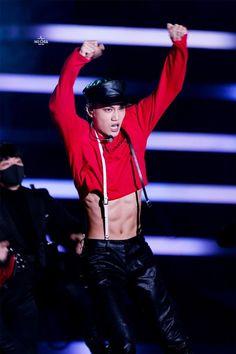 """Wonho and Kai are like fuck Monbebes and EXO-ls lives"" Luhan, Kaisoo, Exo Kai Abs, Kim Kai, Rapper, Kim Jong Dae, Billy Elliot, Kim Minseok, Kpop Exo"