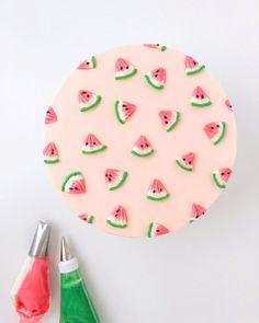 Cake Decorating Piping, Cake Decorating Designs, Cake Decorating Techniques, Simple Cake Decorating, Pretty Birthday Cakes, Pretty Cakes, Cake Birthday, Bolo Moana, Simple Cake Designs